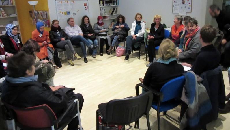 Begrüßungsrunde im Netzwerk behinderter Frauen. (Bild: Sophia Strauchmann)