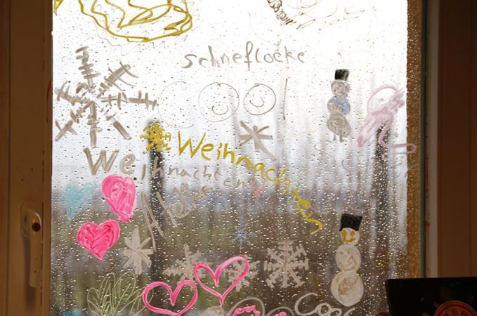 Winterfenstergestaltung in der Kinderwelt